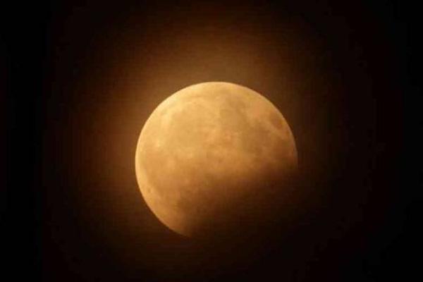 Image result for चंद्रग्रहण आज पूरे भारत में दिखाई देगा